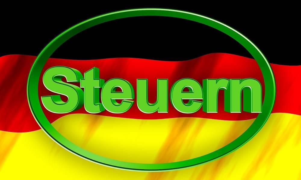 Bild mit Deutschlandfahne zum Thema nebenberuflich selbstständig machen mit Steuern