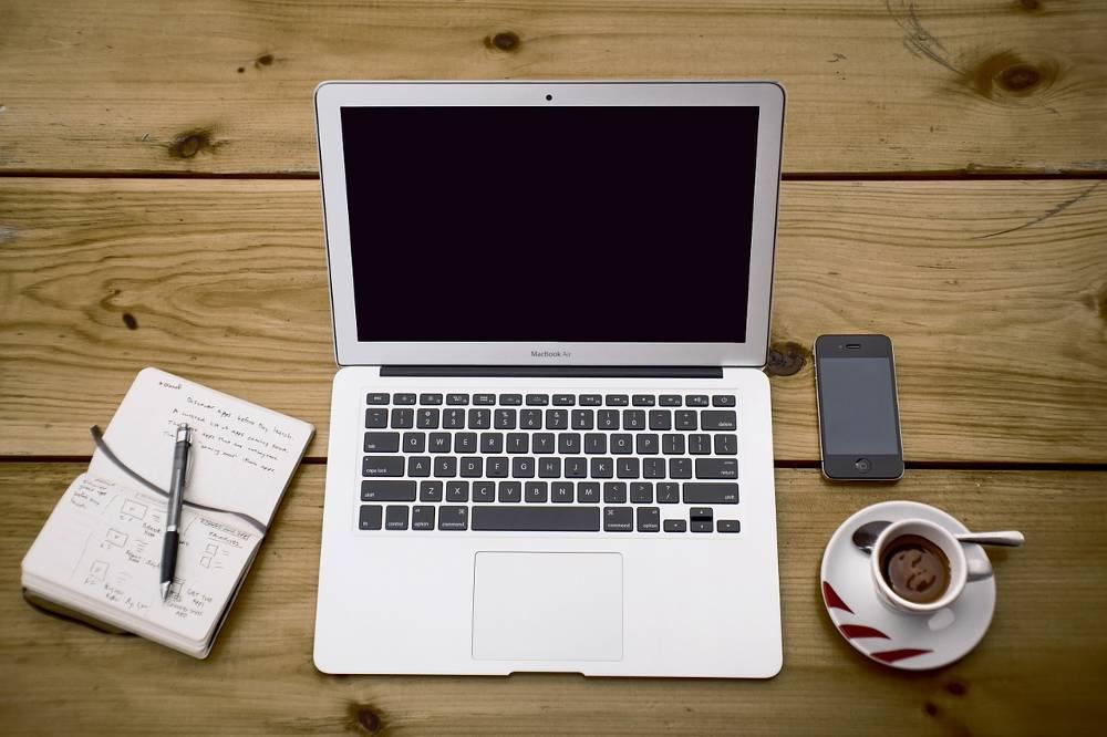 Zum effektiven Arbeiten benötigen Sie als Beratungsstellenleiter im Lohnsteuerhilfeverein einen Schreibtisch