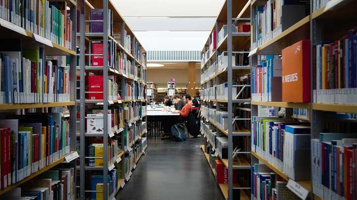 Kosten für das erste Studium kann man praktisch nicht von der Steuer absetzen – Verfassungsgericht hat entschieden.